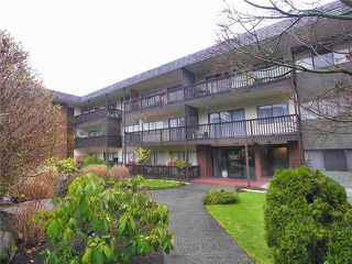 "Photo 1: 302 155 E 5TH Street in North Vancouver: Lower Lonsdale Condo for sale in ""Winchester Estates Ltd."" : MLS®# V897920"