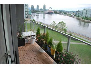 "Photo 1: 901 980 COOPERAGE Way in Vancouver: Yaletown Condo for sale in ""COOPER'S POINT"" (Vancouver West)  : MLS®# V909936"
