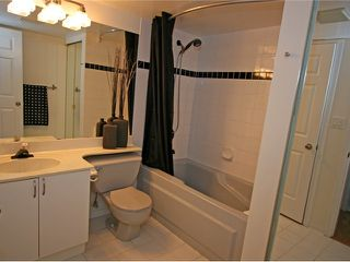 """Photo 8: 101 1990 COQUITLAM Avenue in Port Coquitlam: Glenwood PQ Condo for sale in """"THE RICHFIELD"""" : MLS®# V923528"""