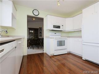 Photo 2: 82 Wolf Lane in VICTORIA: VR Glentana Manufactured Home for sale (View Royal)  : MLS®# 700173