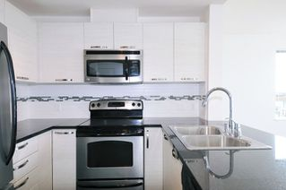 """Photo 4: 502 7478 BYRNEPARK Walk in Burnaby: South Slope Condo for sale in """"GREEN"""" (Burnaby South)  : MLS®# R2021457"""