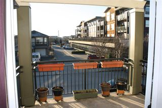 """Photo 3: 28 1010 EWEN Avenue in New Westminster: Queensborough Townhouse for sale in """"WINDSOR MEWS"""" : MLS®# R2021995"""