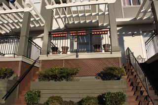 """Photo 2: 28 1010 EWEN Avenue in New Westminster: Queensborough Townhouse for sale in """"WINDSOR MEWS"""" : MLS®# R2021995"""