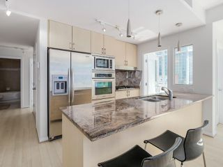 "Photo 6: 803 1211 MELVILLE Street in Vancouver: Coal Harbour Condo for sale in ""The Ritz"" (Vancouver West)  : MLS®# R2084525"