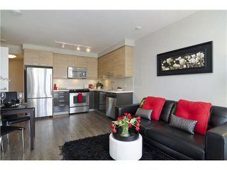 Photo 3: 902 258 SIXTH Street in New Westminster: Uptown NW Condo for sale : MLS®# R2230022