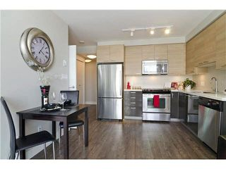 Photo 2: 902 258 SIXTH Street in New Westminster: Uptown NW Condo for sale : MLS®# R2230022
