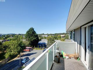 Photo 12: 403 3240 Glasgow Avenue in VICTORIA: SE Quadra Residential for sale (Saanich East)  : MLS®# 382346
