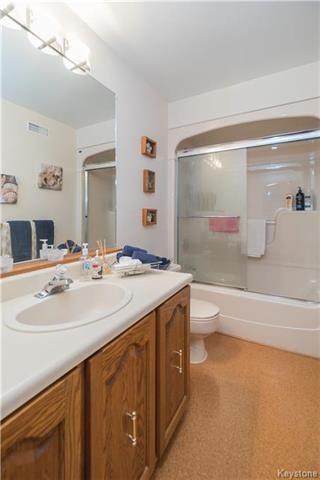Photo 13: 105 OAKBANK Drive: Oakbank Residential for sale (R04)  : MLS®# 1809236