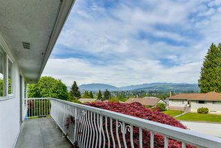 Photo 3: 5661 SARDIS Crescent in Burnaby: Forest Glen BS House for sale (Burnaby South)  : MLS®# R2265193