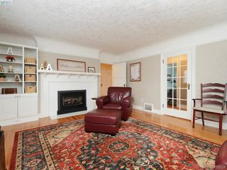 Photo 3: 1571 Monterey Avenue in VICTORIA: OB North Oak Bay Single Family Detached for sale (Oak Bay)  : MLS®# 400034