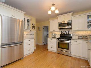 Photo 5: 1571 Monterey Avenue in VICTORIA: OB North Oak Bay Single Family Detached for sale (Oak Bay)  : MLS®# 400034