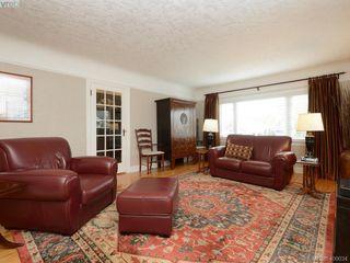 Photo 2: 1571 Monterey Avenue in VICTORIA: OB North Oak Bay Single Family Detached for sale (Oak Bay)  : MLS®# 400034