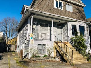 Photo 1: 1733 E 1ST Avenue in Vancouver: Grandview VE House for sale (Vancouver East)  : MLS®# R2339094