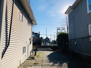 Photo 8: 1733 E 1ST Avenue in Vancouver: Grandview VE House for sale (Vancouver East)  : MLS®# R2339094