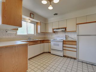 Photo 8: 4449 Casa Linda Dr in VICTORIA: SW Royal Oak Single Family Detached for sale (Saanich West)  : MLS®# 813040