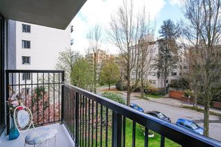 """Photo 15: 301 1330 HARWOOD Street in Vancouver: West End VW Condo for sale in """"WESTSEA TOWER"""" (Vancouver West)  : MLS®# R2369175"""