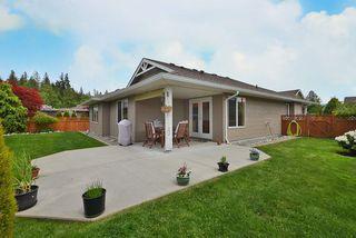 Photo 1: 5723 CARTIER Road in Sechelt: Sechelt District House for sale (Sunshine Coast)  : MLS®# R2378344