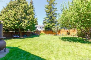 Photo 35: 588 Leaside Ave in VICTORIA: SW Glanford Single Family Detached for sale (Saanich West)  : MLS®# 817494
