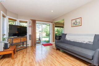 Photo 5: 588 Leaside Ave in VICTORIA: SW Glanford Single Family Detached for sale (Saanich West)  : MLS®# 817494