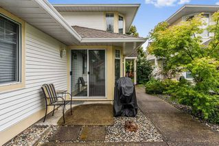 "Photo 2: 90 8737 212 Street in Langley: Walnut Grove Townhouse for sale in ""Chartwell Green"" : MLS®# R2386335"