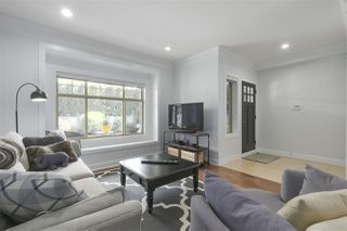 Photo 3: 421 E 4TH Street in North Vancouver: Lower Lonsdale House 1/2 Duplex for sale : MLS®# R2395329