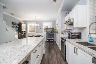 """Photo 3: 36 11067 BARNSTON VIEW Road in Pitt Meadows: South Meadows Townhouse for sale in """"Coho"""" : MLS®# R2420194"""