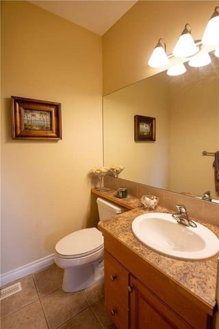 Photo 20: 18 DISCOVERY WOODS Villa SW in Calgary: Discovery Ridge Row/Townhouse for sale : MLS®# A1015288