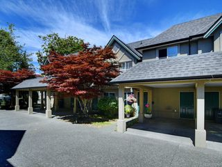 Photo 1: 3 2633 Shelbourne St in : Vi Jubilee Row/Townhouse for sale (Victoria)  : MLS®# 850252