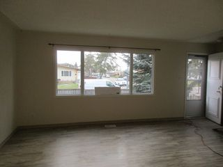 Photo 5: 7242 83 Avenue in Edmonton: House Duplex for rent