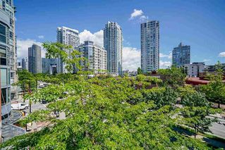 """Photo 16: 303 212 DAVIE Street in Vancouver: Yaletown Condo for sale in """"Parkview Gardens"""" (Vancouver West)  : MLS®# R2528495"""