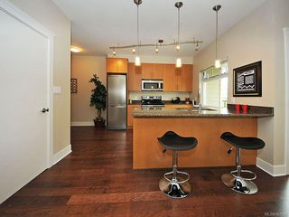 Photo 9: 102 21 Conard St in : VR Hospital Condo Apartment for sale (View Royal)  : MLS®# 587833