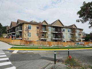 Photo 5: 102 21 Conard St in : VR Hospital Condo for sale (View Royal)  : MLS®# 587833