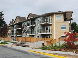 Photo 6: 102 21 Conard St in : VR Hospital Condo Apartment for sale (View Royal)  : MLS®# 587833