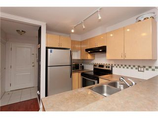 """Photo 4: 209 4989 DUCHESS Street in Vancouver: Collingwood VE Condo for sale in """"ROYAL TERRACE"""" (Vancouver East)  : MLS®# V920881"""
