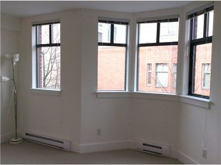 Photo 7: Bright & Spacious Fairview Townhouse away from traffic!