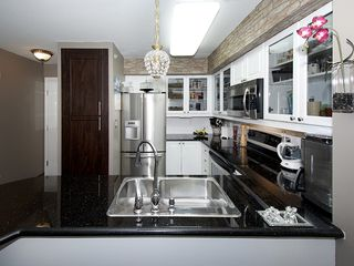 "Photo 5: 402 1363 56TH Street in Tsawwassen: Cliff Drive Condo for sale in ""WINDSOR WOODS"" : MLS®# V1088690"