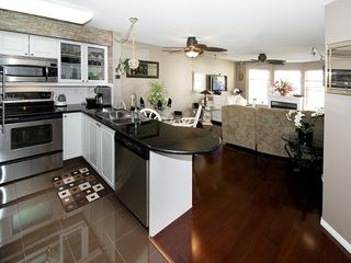 "Photo 2: 402 1363 56TH Street in Tsawwassen: Cliff Drive Condo for sale in ""WINDSOR WOODS"" : MLS®# V1088690"