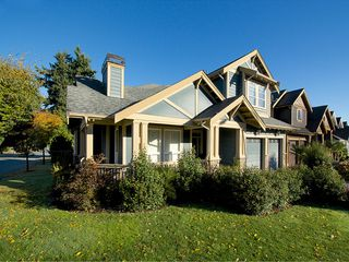 "Photo 2: 5303 SPETIFORE Crescent in Tsawwassen: Tsawwassen Central House for sale in ""SPETIFORE CRESCENT"" : MLS®# V1093403"