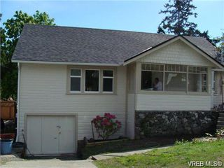 Photo 1: 985 McKenzie Ave in VICTORIA: SE Quadra Single Family Detached for sale (Saanich East)  : MLS®# 693152