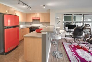 """Photo 4: 214 4723 DAWSON Street in Burnaby: Brentwood Park Condo for sale in """"Collage"""" (Burnaby North)  : MLS®# R2096689"""