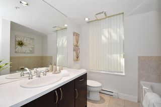 """Photo 12: 1429 W 7TH Avenue in Vancouver: Fairview VW Townhouse for sale in """"SIENNA TOWNHOMES"""" (Vancouver West)  : MLS®# R2104085"""
