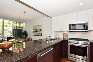 """Photo 10: 1429 W 7TH Avenue in Vancouver: Fairview VW Townhouse for sale in """"SIENNA TOWNHOMES"""" (Vancouver West)  : MLS®# R2104085"""