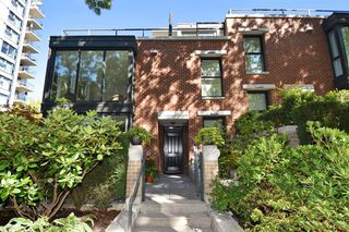 """Photo 2: 1429 W 7TH Avenue in Vancouver: Fairview VW Townhouse for sale in """"SIENNA TOWNHOMES"""" (Vancouver West)  : MLS®# R2104085"""