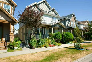Photo 2: 19469 71A Avenue in Surrey: Clayton House for sale (Cloverdale)  : MLS®# R2104139