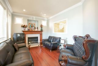 Photo 5: 19469 71A Avenue in Surrey: Clayton House for sale (Cloverdale)  : MLS®# R2104139