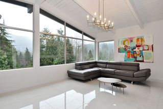Photo 3: 5574 GALLAGHER Place in West Vancouver: Eagle Harbour House for sale : MLS®# R2139438
