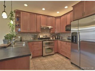 Photo 2: 4017 South Valley Dr in VICTORIA: SW Strawberry Vale House for sale (Saanich West)  : MLS®# 753226