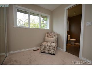 Photo 10: 4951 Thunderbird Place in VICTORIA: SE Cordova Bay Single Family Detached for sale (Saanich East)  : MLS®# 377153