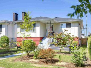 Photo 2: 4327 ATLIN Street in Vancouver: Renfrew Heights House for sale (Vancouver East)  : MLS®# R2183970
