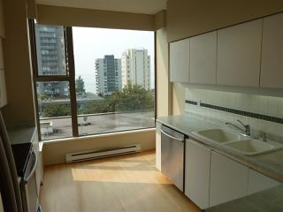 "Photo 9: 402 570 18TH Street in West Vancouver: Ambleside Condo for sale in ""WENTWORTH"" : MLS®# R2194488"